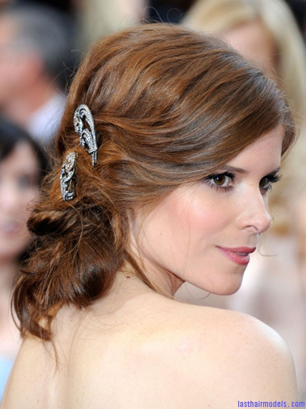 Oscars 2012 Kate Mara Kate Maras messy low do with crystals: the messy look is super in!!