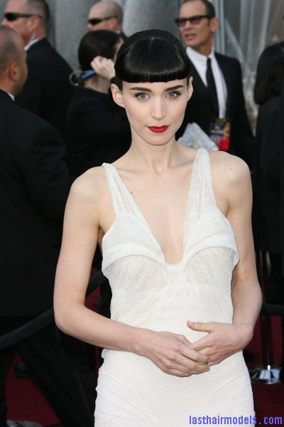 Rooney Mara @ Oscars Red Carpet 2012 PHOTOS Rooney Maras short bun: Shine and neatness in one!!