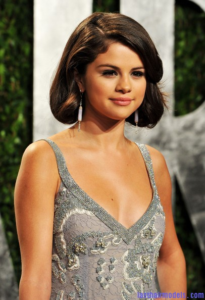 Selena+Gomez+Updos+Bobby+Pinned+updo+q99OjYc4Vq5l Selena Gomezs short bob: Short hair in elegance!