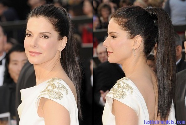 ZFmVwRrAETel Sandra Bullock's high ponytail: Perfect match for her monochrome dress!
