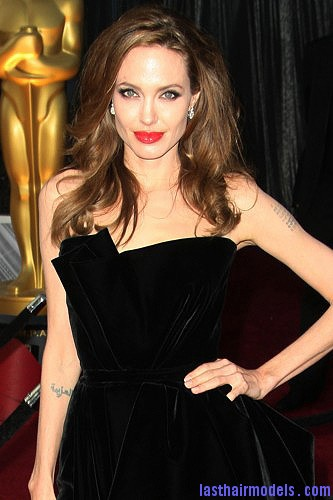 angelina Angelina Jolie's simple wavy look: Bound to elegance!