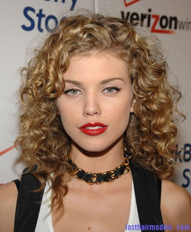 annalynne curly Natural Botticelli curls.