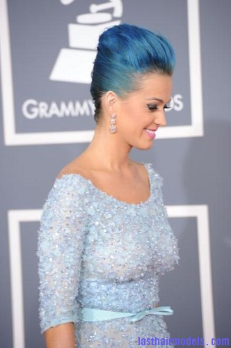 b57ffa118d0c553b3758b798175324c6 Katy Perry's high poof bun: Blue bun style changed!