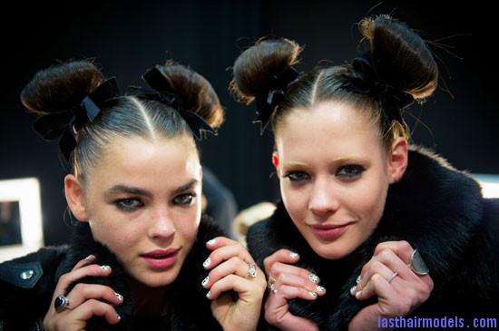 b623646132e96915 TS Double buns: Chinese 'ox horns' hairstyle.