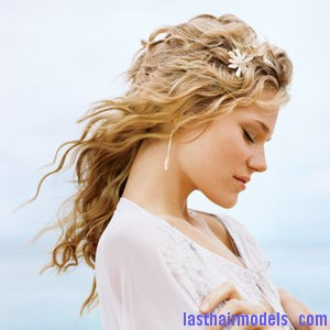beach wedding curly hairstyles Hawaiian hairstyles.
