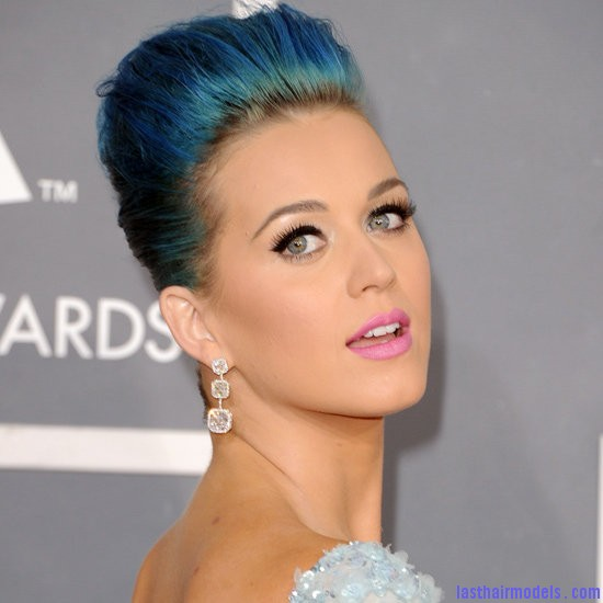 c94e2abaab23273e 138832952.xxxlarge 1 Katy Perry's high poof bun: Blue bun style changed!