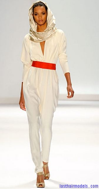 carlos miele fall 2011 Wearing scarf in a feminine way.