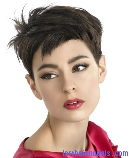 choppylayeredpixie The elfin crop look: Short hair with an edge!