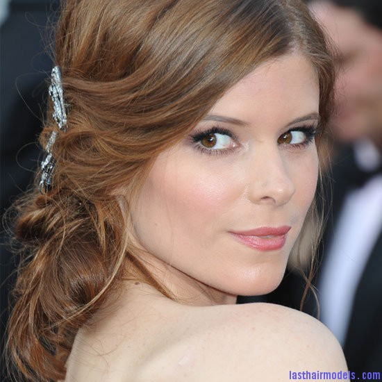 kate mara from side Kate Maras messy low do with crystals: the messy look is super in!!