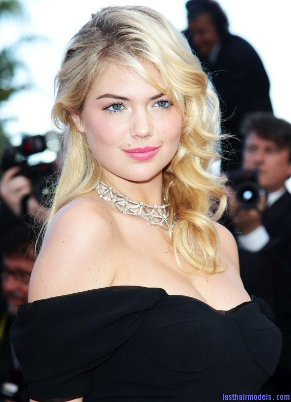 Kate Upton's messy round curls.