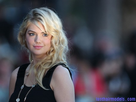 kate Kate Upton's messy round curls.