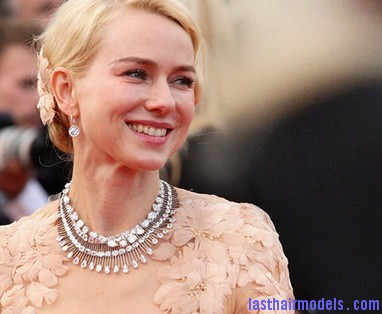 le collier chopard port   par naomi watts 8883 north 382x Naomi watts flowered ballerina: Curly messy tiny!