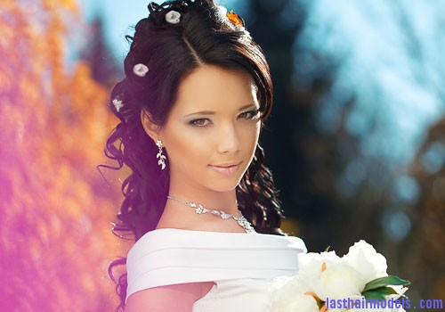 long hair bride Make a difference with Hair beads.