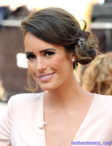 louise roe 1 20120226181459 640 480 Louise Roes messy side bun with crystals: Enhancing the messy outlook!