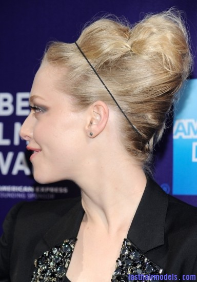 mid 386 Amanda Seyfried bun with a head band: Messiness mixed with sleekness!
