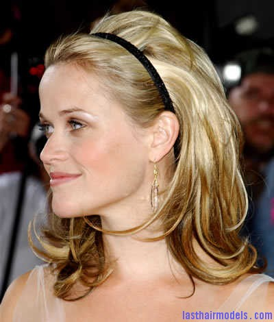 reese witherspoon layered blonde headband hairstyle 05 Sleek head band adds to style: Make yourself look chic!