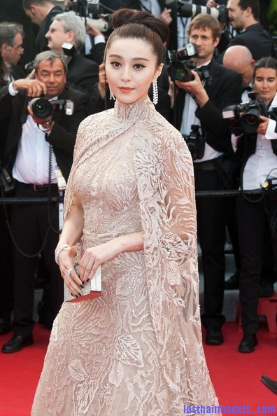 rust and bone premiere cannes 2012 2 Fan Bing Bing's bow shaped updo: Combining moderancy with tradition.