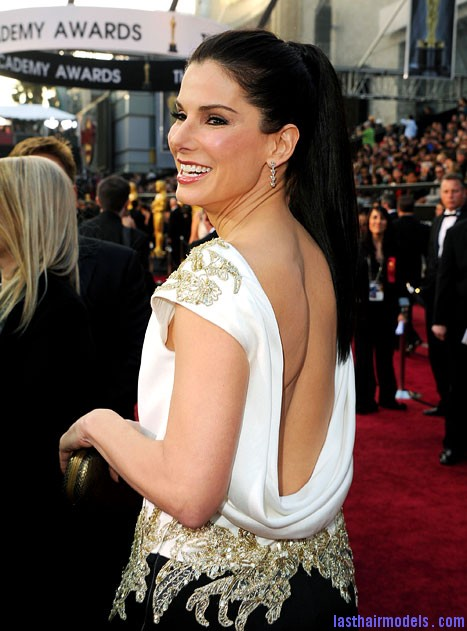 sandra bullock oscars academy awards fashion 2012 back Sandra Bullock's high ponytail: Perfect match for her monochrome dress!