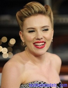 scarlett johansson lipstick teeth 1 e1323963689563 233x300 scarlett johansson lipstick teeth 1 e1323963689563