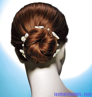 the perfect easy to wear ballerina summer bun1 Ballerina buns.