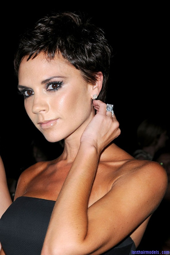 vbeckham face GL 8jan08 pa b 592x888 The elfin crop look: Short hair with an edge!