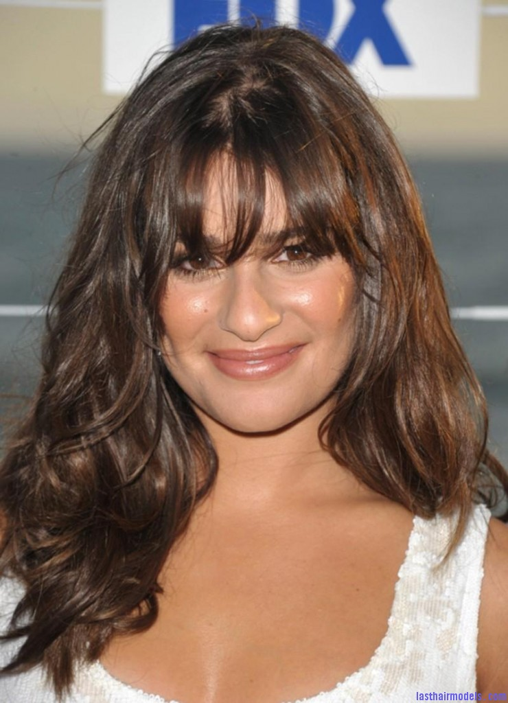 800 lea michele looks so beautiful with her hair loose hair 1547986045 740x1024 Letting your hair loose.