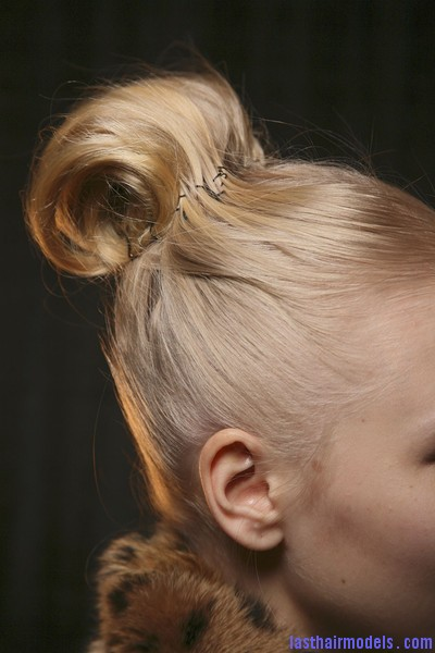 Luca+Luca+Fall+2011+Backstage+7UKrJU mdCml Pastry roll top bun.