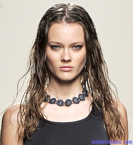 loose hair with soft curls Bottega veneta hairstyle trend spring 2011 Letting your hair loose.