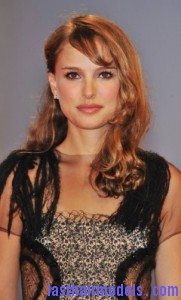 natalie portman 181x300 Natalie Portmans One Sided Twist