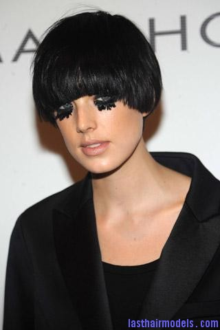 091104 le look du jour agyness deyn sin.aspx71522PageMainImageRef Agyness  Deyn 's Bowl cut hairstyle: Ultra chic chick!