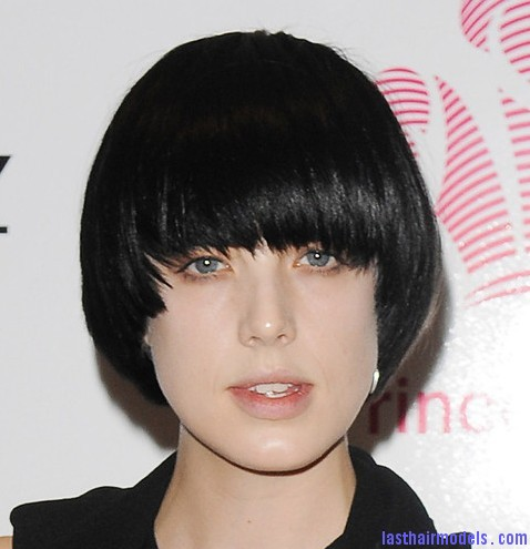 Agyness bowl hairstyle Agyness  Deyn 's Bowl cut hairstyle: Ultra chic chick!