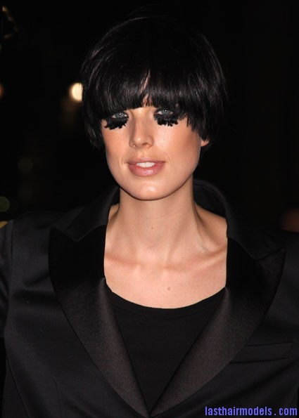 Agyness deyn 110309 m Agyness  Deyn 's Bowl cut hairstyle: Ultra chic chick!