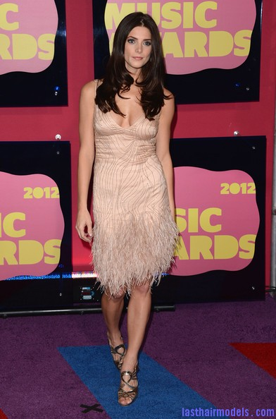 Ashley+Greene+Dresses+Skirts+Beaded+Dress+5WkLMIauA3Yl Ashley Greene's layered waves: Appealing as ever!