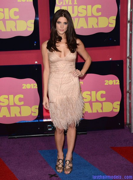 Ashley+Greene+Dresses+Skirts+Beaded+Dress+GsiZG4Ifdhgl Ashley Greene's layered waves: Appealing as ever!