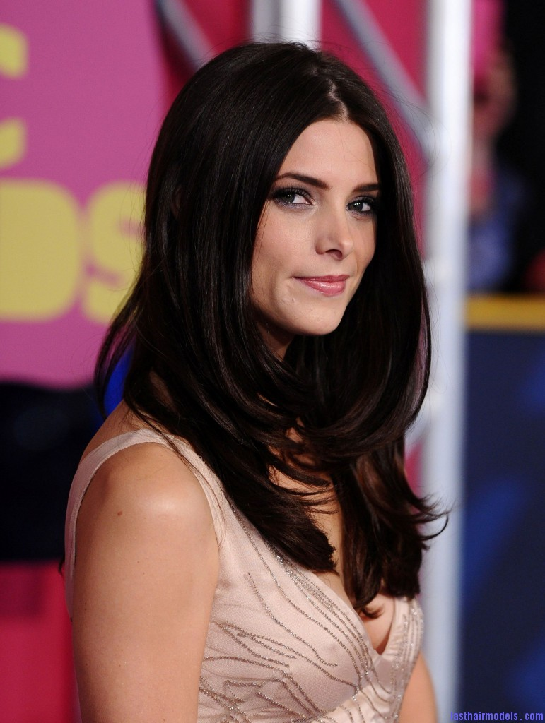 Ashley at the CMT Music Awards Arrivals 06 06 12 HQ ashley greene 31064608 1835 2560 771x1024 Ashley Greene's layered waves: Appealing as ever!