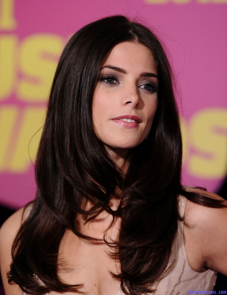 Ashley at the CMT Music Awards Arrivals 06 06 12 HQ ashley greene 31064609 1916 2560 787x1024 Ashley Greene's layered waves: Appealing as ever!