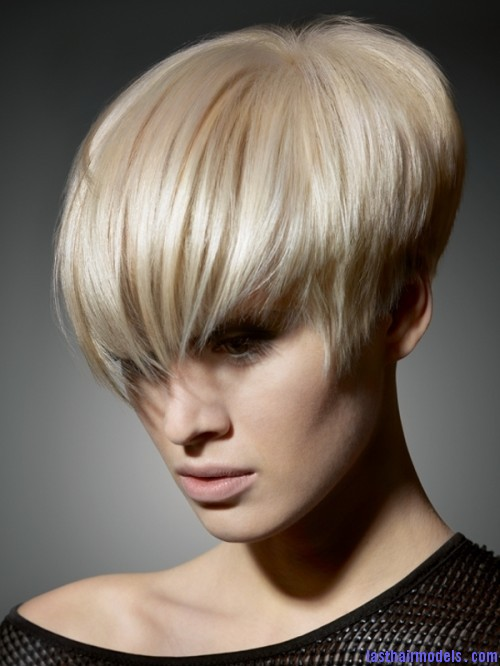 Blonde Asymmetrical Short Hairstyle Idea 500x666 Shorter asymmetric hairstyles: Bring the rebel out in style!