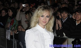 CRACKSCAN91026 64 Juno Temple's messy stranded hair look! : Hippie hairstyle in simplicity!