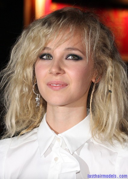 Cracks+premieres+in+London+LsiiR89eW6Zl Juno Temple's messy stranded hair look! : Hippie hairstyle in simplicity!