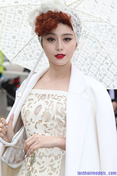 Fan+Bingbing+Celebs+Louis+Vuitton+Show+Paris+I zEeLHuYi2l Fan Bing Bing retro brunette curly hairstyle: Covering with an upside bandana!