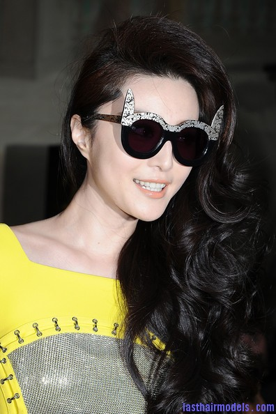 Fan+Bingbing+Versace+Front+Row+Paris+Fashion+W17zFxwx68Rl Fan Bing Bing's thick spinned up curls: Bouncing the spring everywhere!