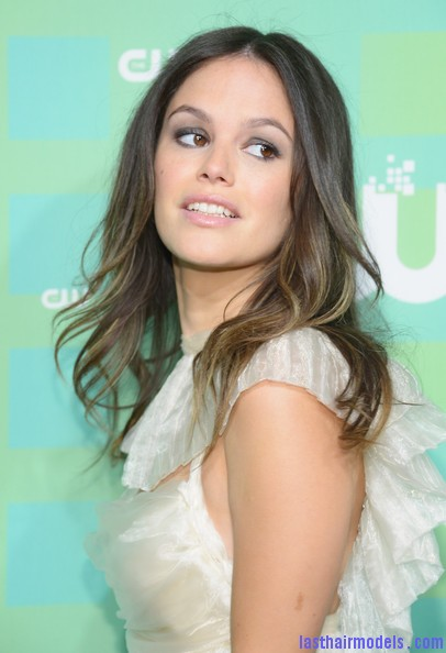 Rachel+Bilson+Heels+Pumps+622QRvfnoMOl Rachel Bilson's two toned waves: Sexy and simple as ever!