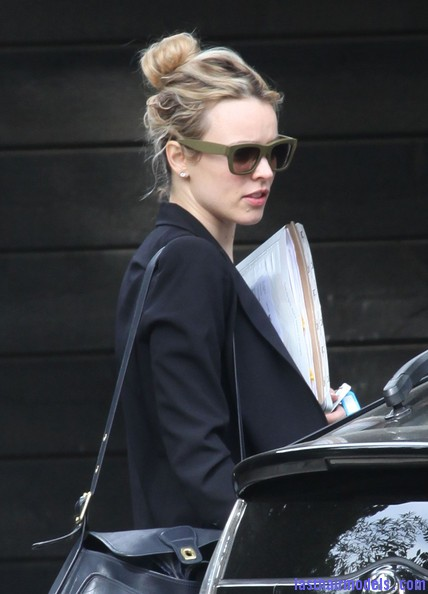 Rachel+McAdams+Updos+Messy+Updo+rKoCH0h5QTgl Rachel Mc Adams loose messy bun hairstyle: Using the messy trend to perfection!