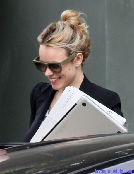 Rachel+McAdams+Updos+Messy+Updo+xhQtA3e1wU8l Rachel Mc Adams loose messy bun hairstyle: Using the messy trend to perfection!