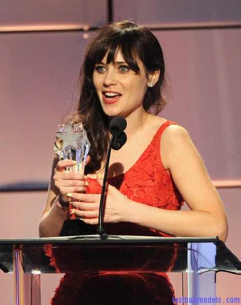 Zooey+Deschanel+Broadcast+Television+Journalists+bKL5zrwZUDrl Zooey Deschanels front bangs with curls: Girly at her best!