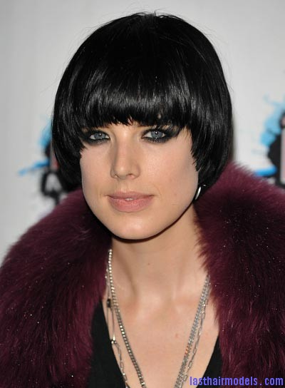 agyness deyn bangs bob straight black Agyness  Deyn 's Bowl cut hairstyle: Ultra chic chick!