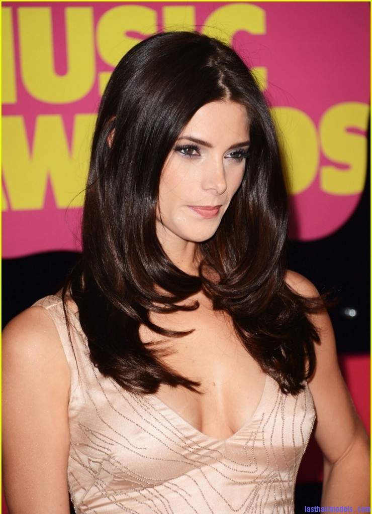 ashley greene cmt awards 05 740x1024 Ashley Greene's layered waves: Appealing as ever!
