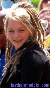 crystal bowersox3 171x300 Methods To Create Wavy Dreads