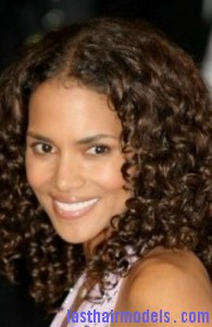halle berry8 195x300 Halle Berry With Water Waves