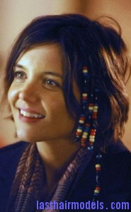 katie holmes4 185x300 Hairstyle With Beads